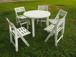 休憩用の円卓と椅子