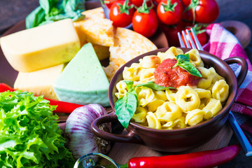 Tortellini with cheese sauce and vegetables