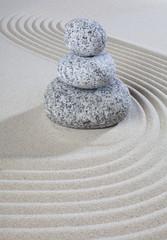 galets dans le sable zen quiétude tranquilité