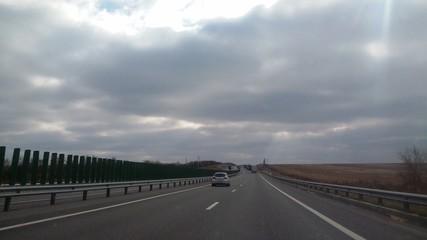 Дорога в пасмурный день