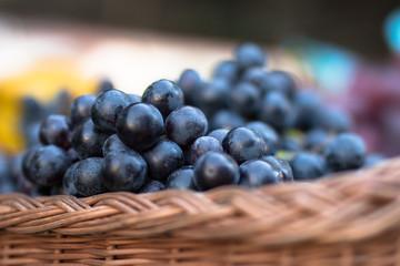 Winogrona borówki na jarmarku