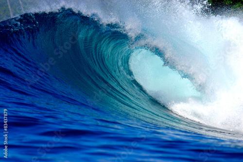 Blue ocean surfing wave