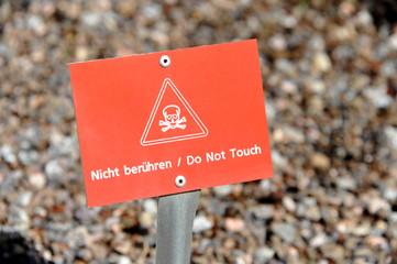 Schild, nicht berühren, Warnung, Gefahr, Totenkopf, Piktogramm,