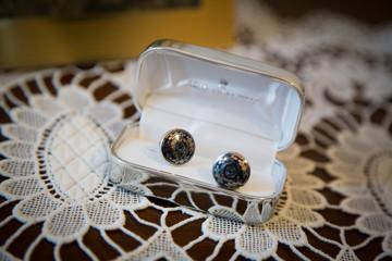 Gemelli da uomo in scatolina argento