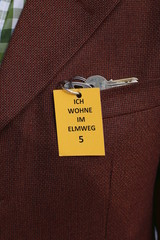 """Schlüssel mit Schild """"Ich wohne im Elmweg"""" Demez"""