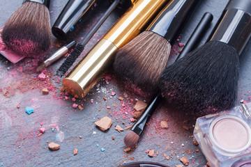 brushes on eye shadows palette