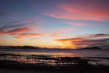 Colorido amanecer en Bahía San Luis Gonzaga