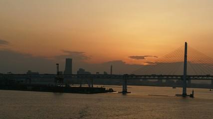 洋上から撮影した横浜港の夕焼_1