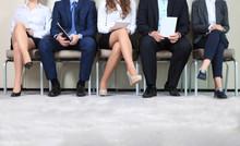 Personas estresantes en espera de la entrevista de trabajo