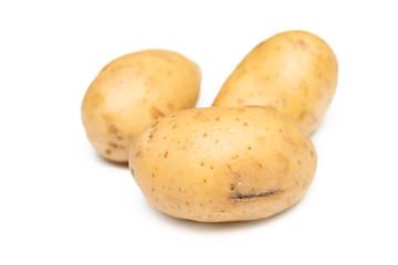 Tre patate crude