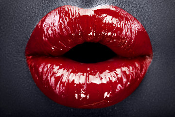 red lips make-up black leather2