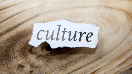 mot culture sur fond de bois