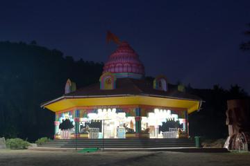 templ in the night