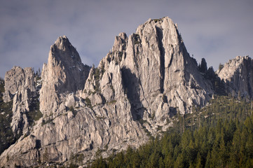 USA, California, Jagged Mountain Peaks of Castle Crags State Park