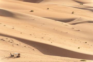 UAE, Abu Dhabi, Romantic table for two in desert