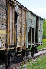 niszczejący tabor kolejowy