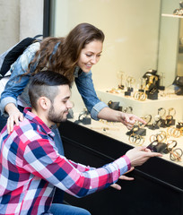Couple buying watches during eurotrip