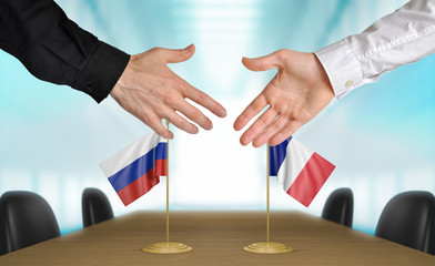 Russia and France diplomats agreeing on a deal