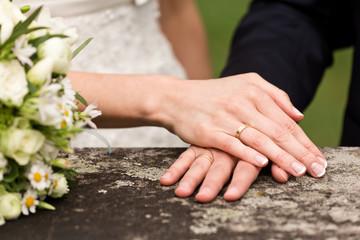Brautpaar mit Ringen