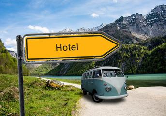 Strassenschild 45 - Hotel