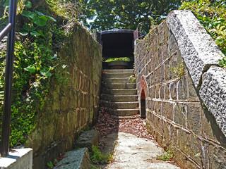 長崎の戦争遺跡 今でも鋼板が残されている装甲観測所 丸出山堡塁