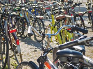 Fahrräder anschließen