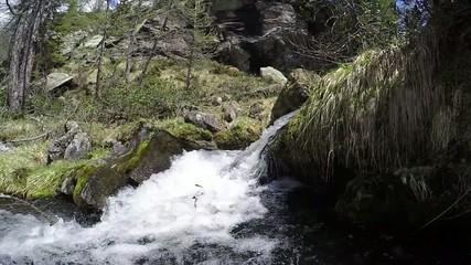 ruscello d'alta montagna - rallenty