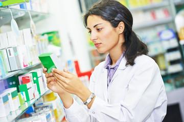 Pharmacutical chemist worker