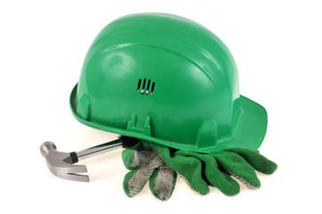 Le casque, le marteau de charpentier et les gants