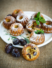 muffins stuffed with dried plums