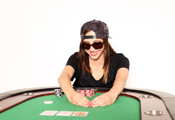 Pokerspielerin mit Sonnenbrille