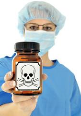 Arzt hält Glas mit Gift