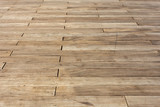plancher d'esplanade en lames de bois brut  - 83707805
