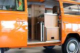 Camping mit Bully in orange