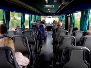 Autobus pubblico in viaggio