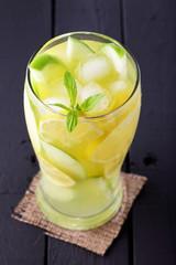 lemonade with mint and apple