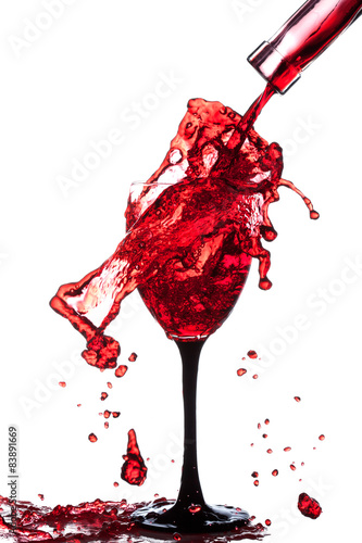 Papiers peints Nautique motorise Splash of wine in the cup filling on a white background