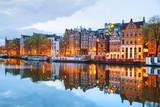 Nocny widok na miasto Amsterdam, Holandia
