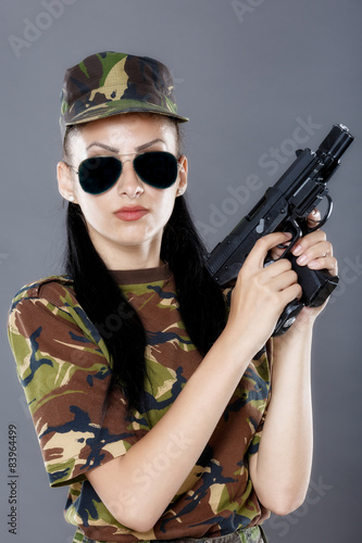 Foto op Plexiglas Kiev Female soldier in camouflage uniform with weapon
