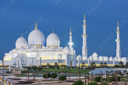 Plagát, Obraz View of famous Abu Dhabi Sheikh Zayed Mosque