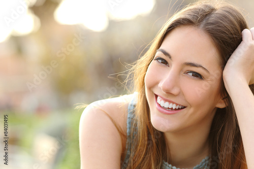 Girl smiling with perfect smile and white teeth - 84031495
