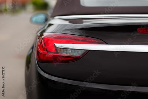 Foto op Plexiglas Motorsport Closeup Aufnahme der Heckleuchte eines Cabriolets
