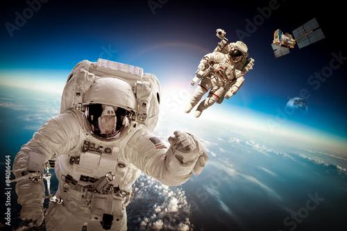 Astronauci w kosmosie