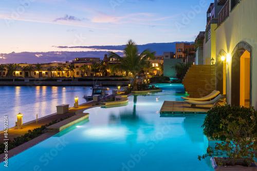Luxe, appartement exotique avec piscine Poster