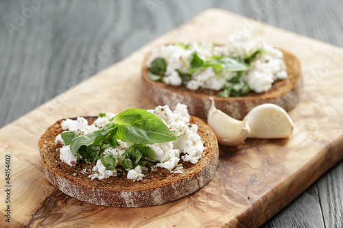 "rye sandwich or bruschetta with ricotta, herbs and basil"" 스톡 ..."