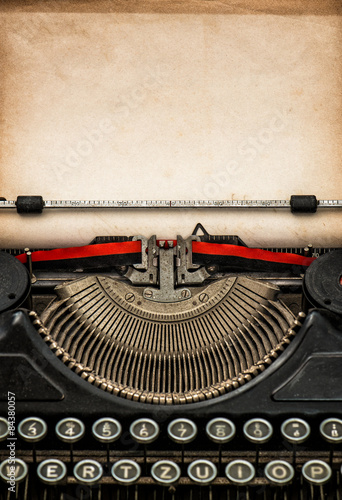 Deurstickers Retro Antique typewriter with aged textured paper sheet