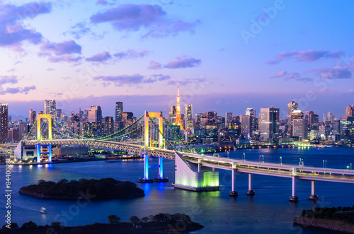 Panel Szklany Evening View of Tokyo Skyline, Rainbow Bridge, and Tokyo Tower