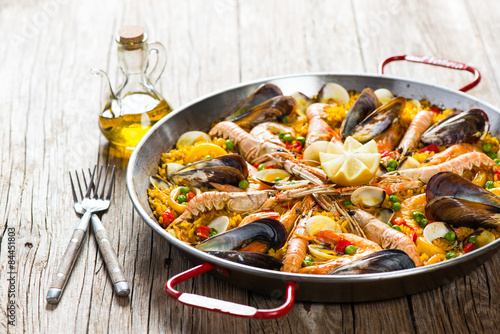 Fototapeta Paella with mussels and shrimps
