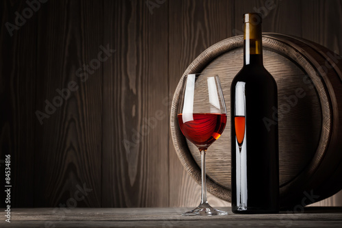 Panel Szklany Red wine in glass with bottle