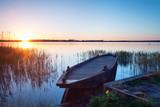 Fototapeta altes Holzboot am Ufer